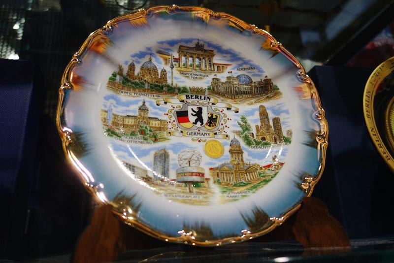 Souvenir Teller