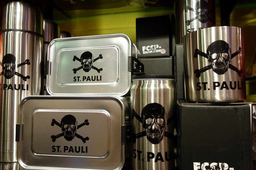 St. Pauli Thermoflasche Brotdose Tasse in Silber in Berlin kaufen