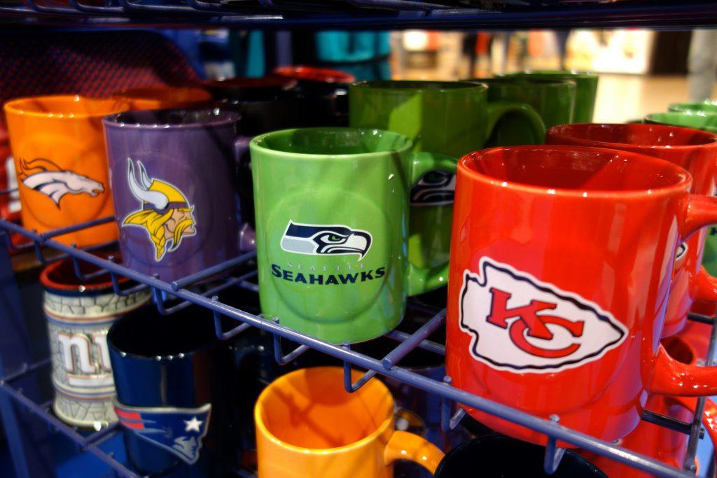 NFL Tassen Mugs Teamfarben bunt in Berlin kaufen