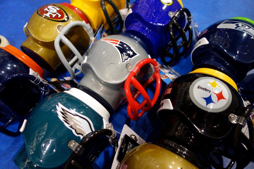 NFL kleine Trinkhelme Football in Berlin kaufen