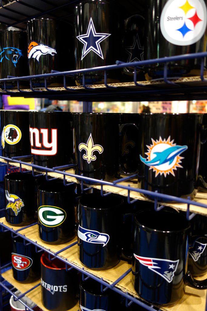 NFL Tassen Mugs schwarz in Berlin kaufen
