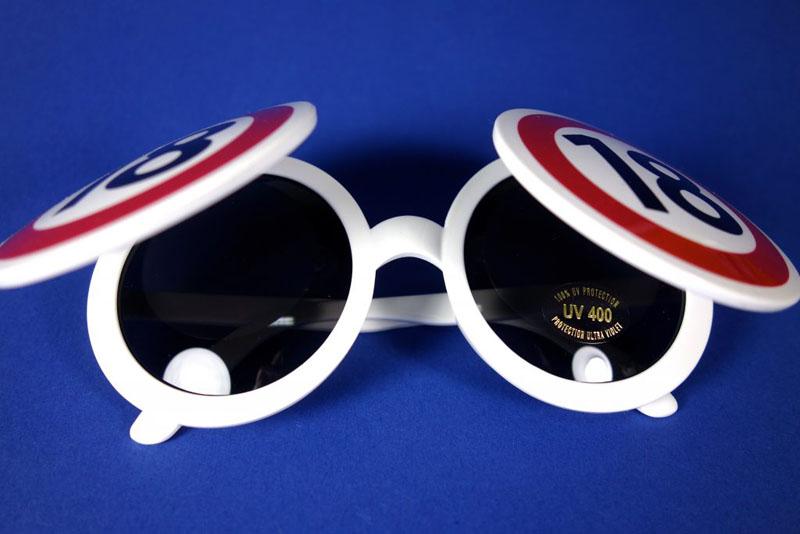 Sonnenbrille 18
